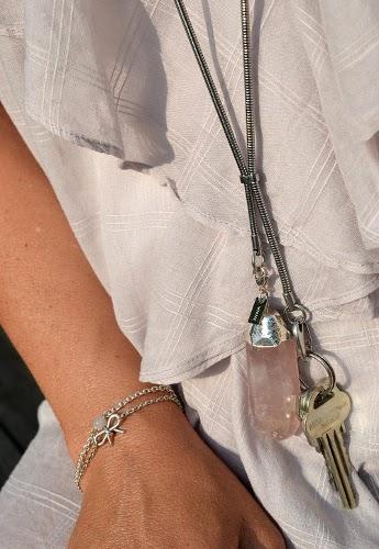 Halsband till nycklar med stora stenar