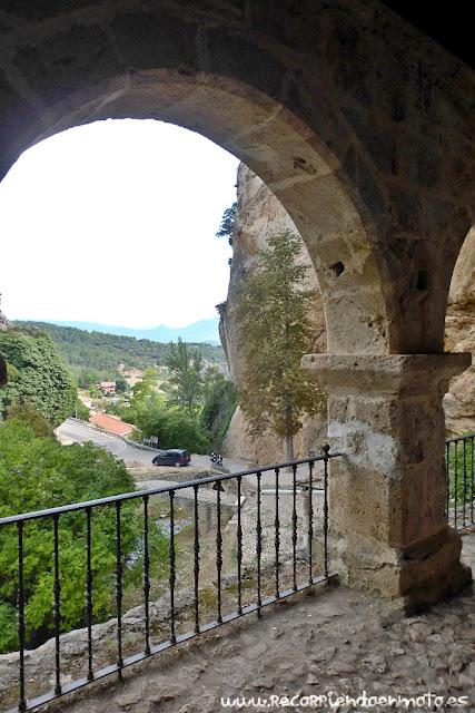 Soportal ermita de Sta. María de la Hoz