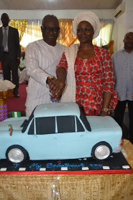 ayo fayose cuts birthday cake