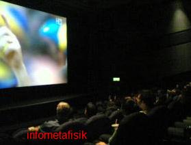 kisah seram, ada hantu ikut nonton bioskop