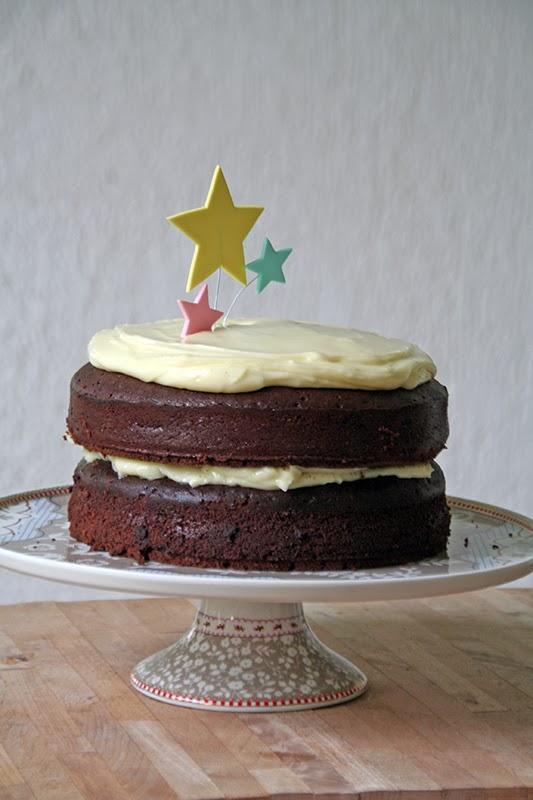 red wine velvet cake with mascarpone cream filling - τούρτα