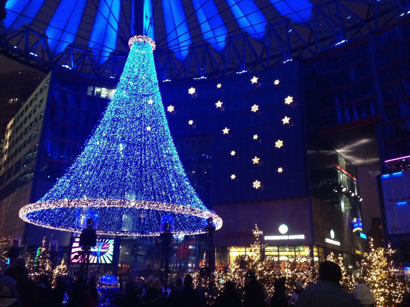 Jalan-Jalan di Berlin, Jerman-18 led christmas tree sony center at night