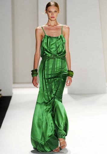 Зелена рокля с тънки презрамки на Carolina Herrera