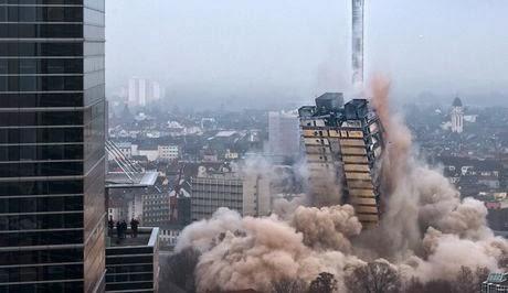 Εντυπωσιακή ανατίναξη πύργου 116 μέτρων στη Φρανκφούρτη