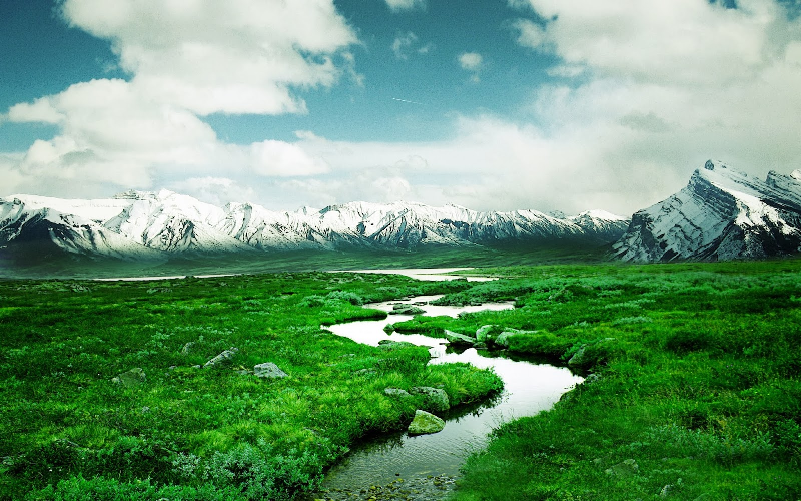 "<img src=""http://2.bp.blogspot.com/-U2se5fNPs9g/UuAWDfORPGI/AAAAAAAAJxE/Si48XrOlfX8/s1600/norway-mountain-river.jpg"" alt=""norway mountain river"" />"