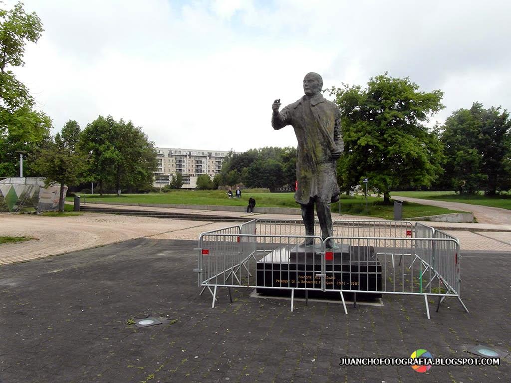 Estatua Francois Miterrand