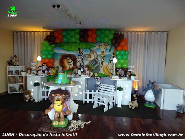 Tema Madagascar para decoração de festa de aniversário infantil em mesa provençal - Barra RJ