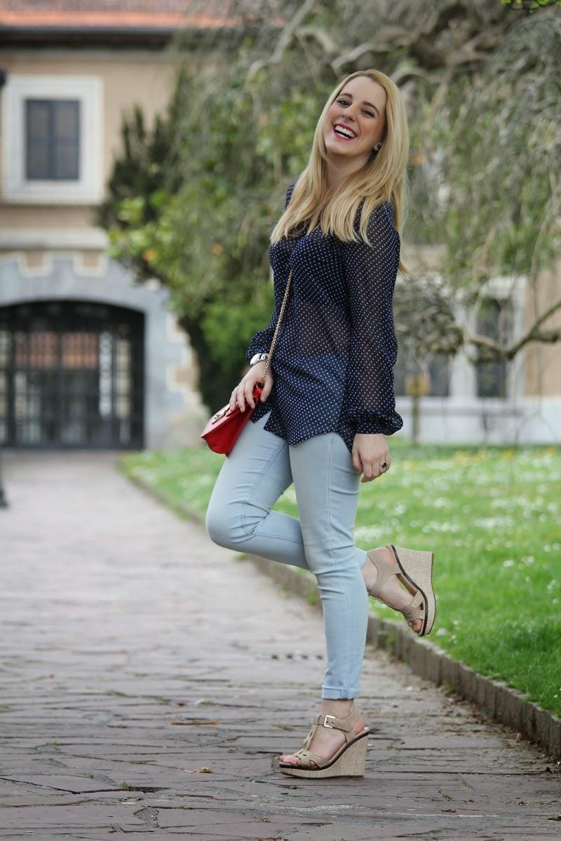outfit_primavera_2015-camisa_lunares_transparencias-sandalias_doradas-blog_bilbao