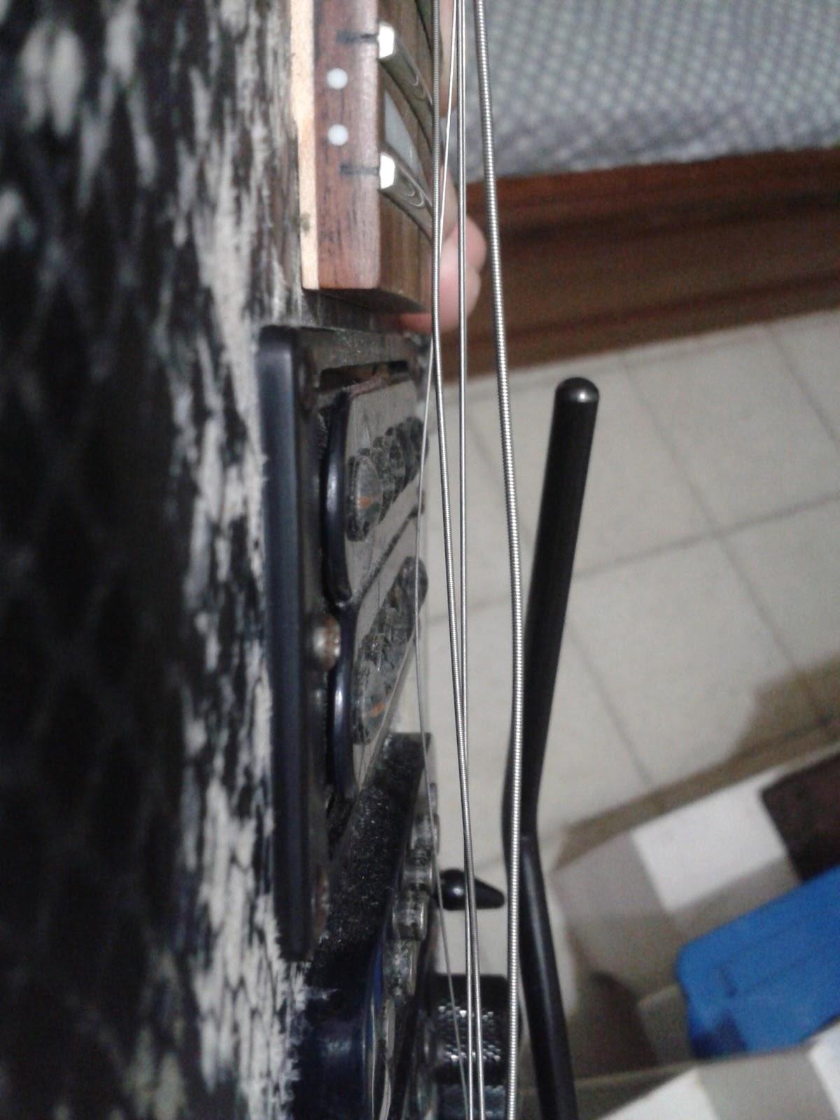 tentang gitar elektrik mei 2013