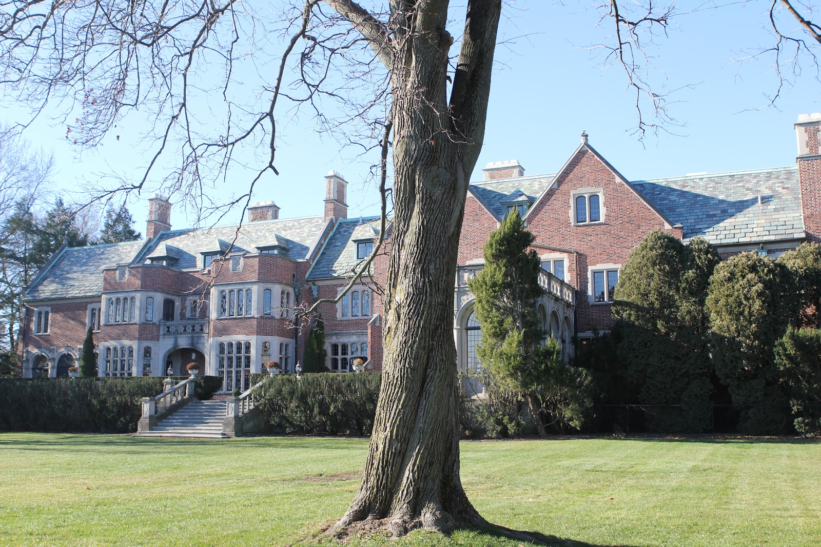 Romancing the home the schweppe mansion gets dressed for for Mansion in chicago for sale