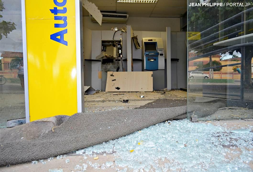 Resultado de imagem para banco do brasil de itapetim assaltada