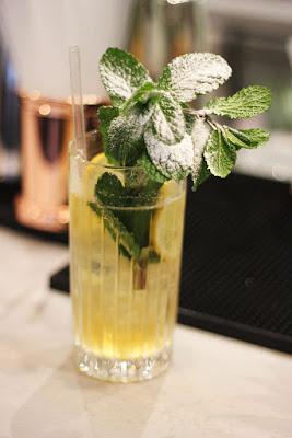 elderflower and gin cocktails