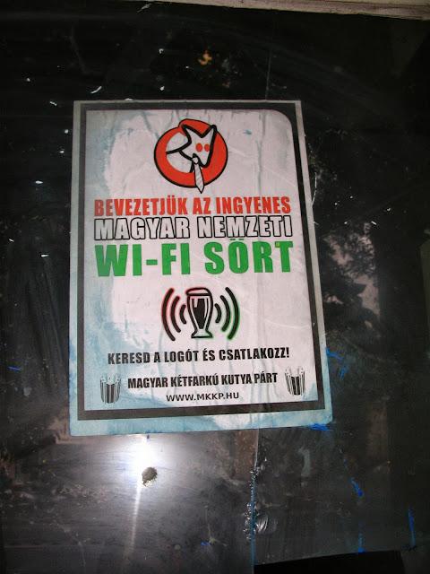MKKP, Budapest, Belváros, V. kerület, Magyar Kétfarkú Kutya Párt, Károly körút, street art, urban art, kampány, plakát, wi-fi, sör