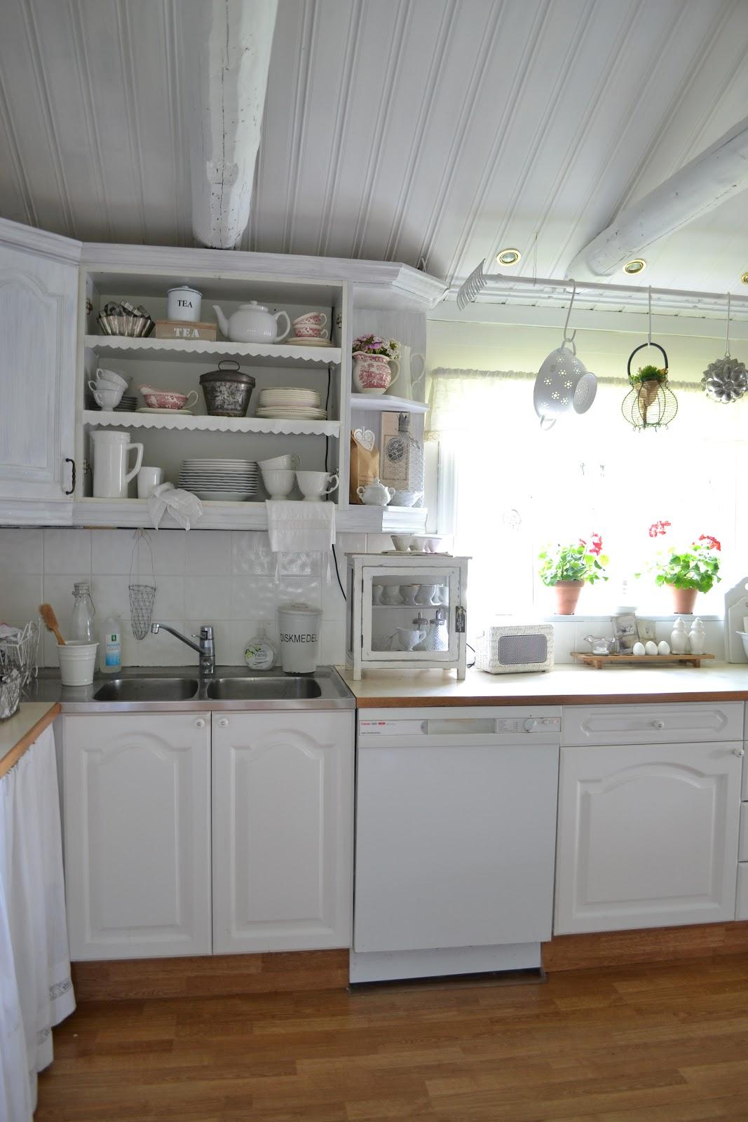Vitt kök utan överskåp ~ zeedub.com