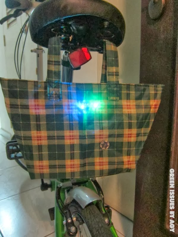 http://greenissuessingapore.blogspot.com/2014/02/upcycling-my-umbrella-to-blinky-bike-bag.html#.Uw-en4XEFvg