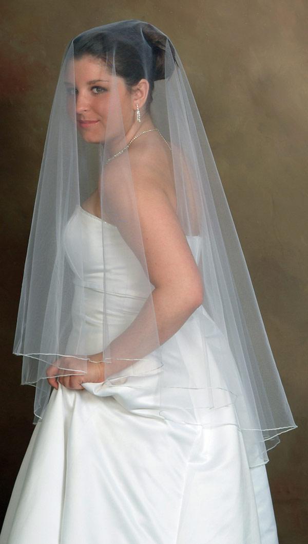 http://2.bp.blogspot.com/-U3xgO0i1I1E/UBpIekR3mJI/AAAAAAAAAek/akWZjUOe_4w/s1600/drop-wedding-veil.jpg