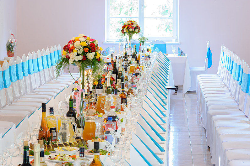 mėlyni vestuvių stalai
