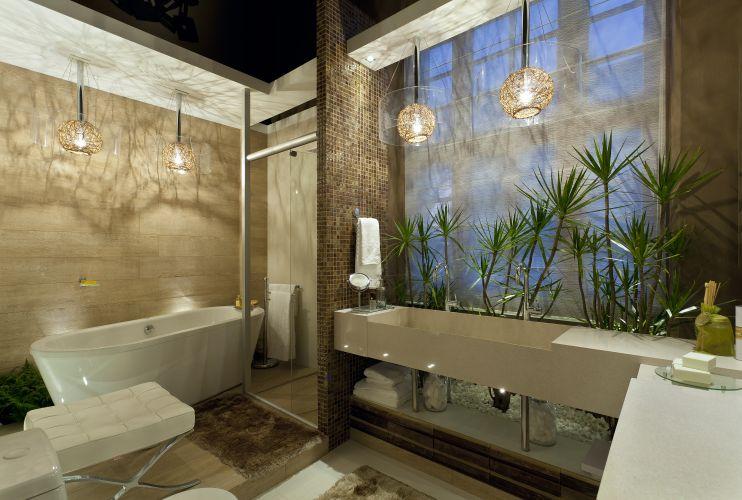 Ideas Para Decorar Un Baño Moderno: de vidro reciclado e madeira de demolição; a iluminação emprega