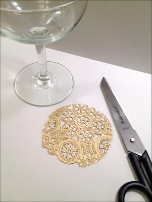 Decora tus copas de vidrio con encaje dorado
