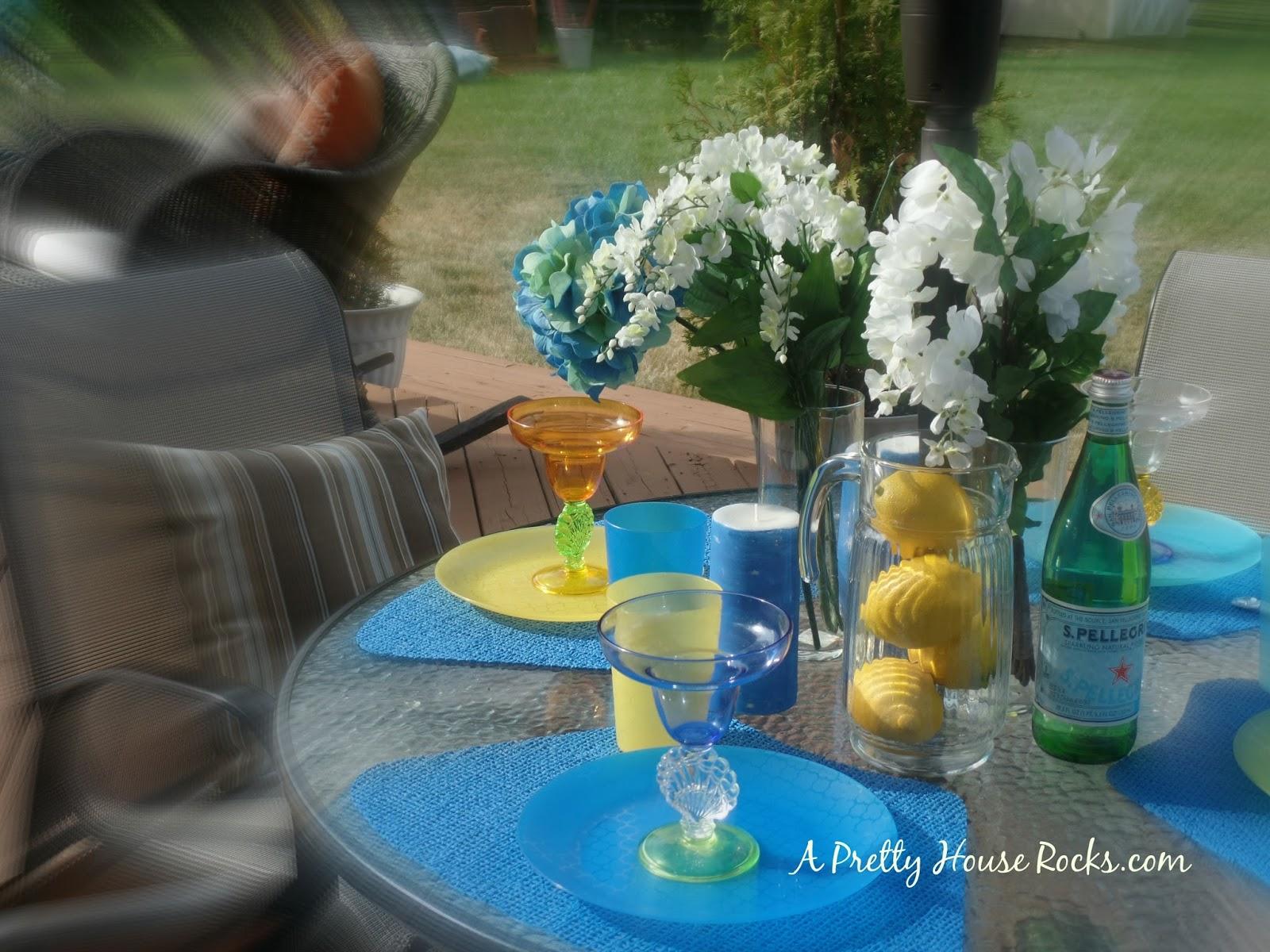 Quick Outdoor Patio Table Decor Ideas.