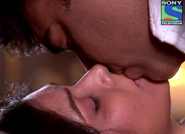 http://2.bp.blogspot.com/-U4q9dRIx3Ts/T2BI6uCzERI/AAAAAAAAE80/EBvrXOW0sjc/s1600/ram-priya-kiss.jpg