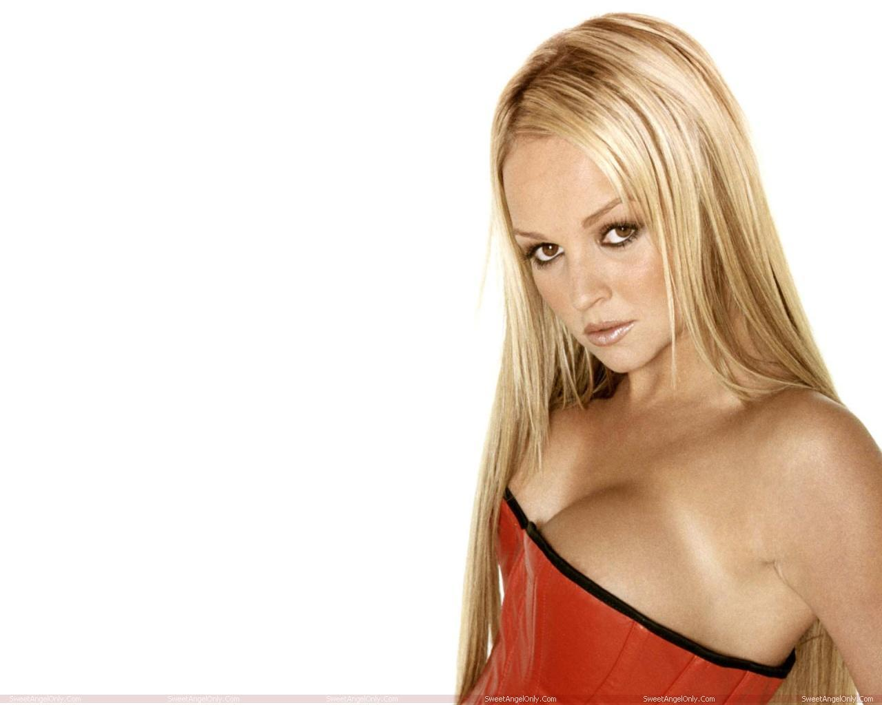 http://2.bp.blogspot.com/-U4yUOEVvcws/TWjZ-_U0hGI/AAAAAAAAEx8/PufqWmfrrlE/s1600/actress_jennifer_ellison_hot_wallpaper_01.jpg