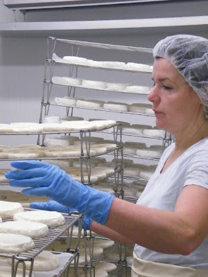 Making of Le Pizy at Fromagerie Suisse-Normande