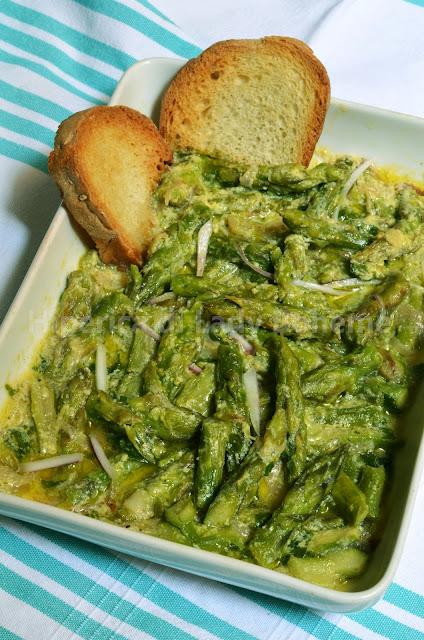 hiperica_lady_boheme_blog_di_cucina_ricette_gustose_facili_veloci_contorni_di_verdura_asparagi_con_salsa_di_uova_e_limone_1