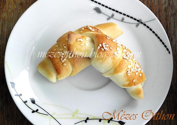 szezámmagos sörkifli bacon szalonnával sajttal fotó