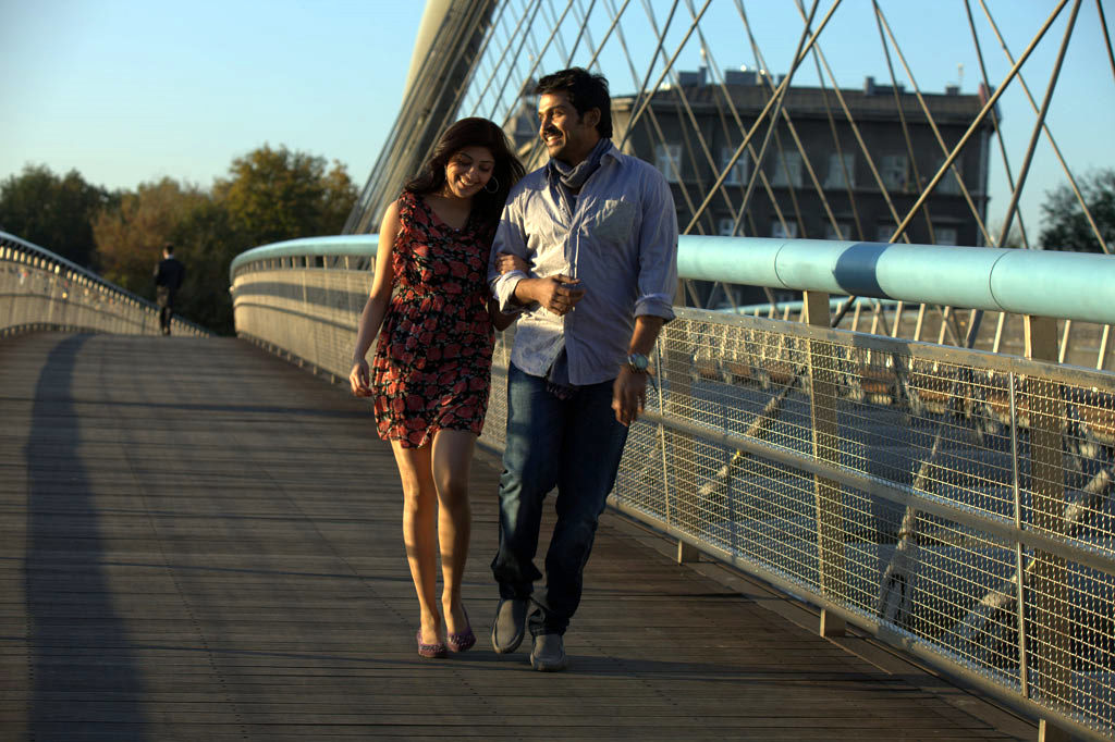 Karthi's film Saguni Latest Stills