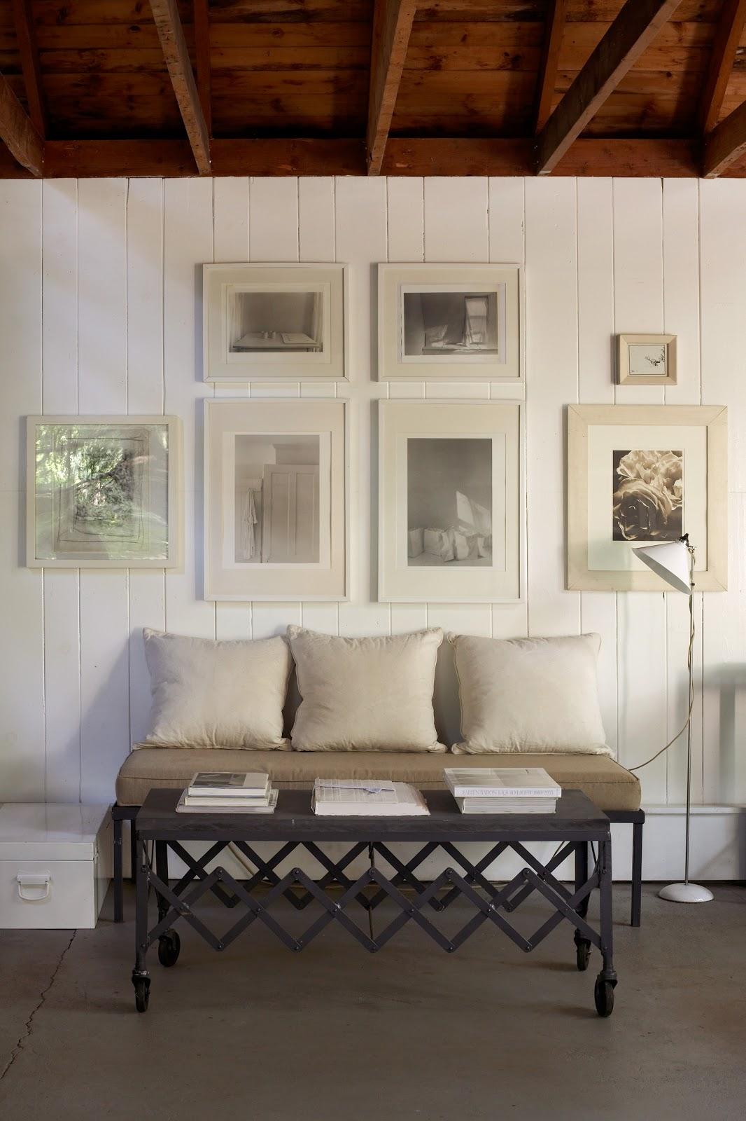 http://2.bp.blogspot.com/-U5nIaJSkCzI/TxCsxUZ8FvI/AAAAAAAABok/xhIWhI4kysc/s1600/white+framed+art.jpg