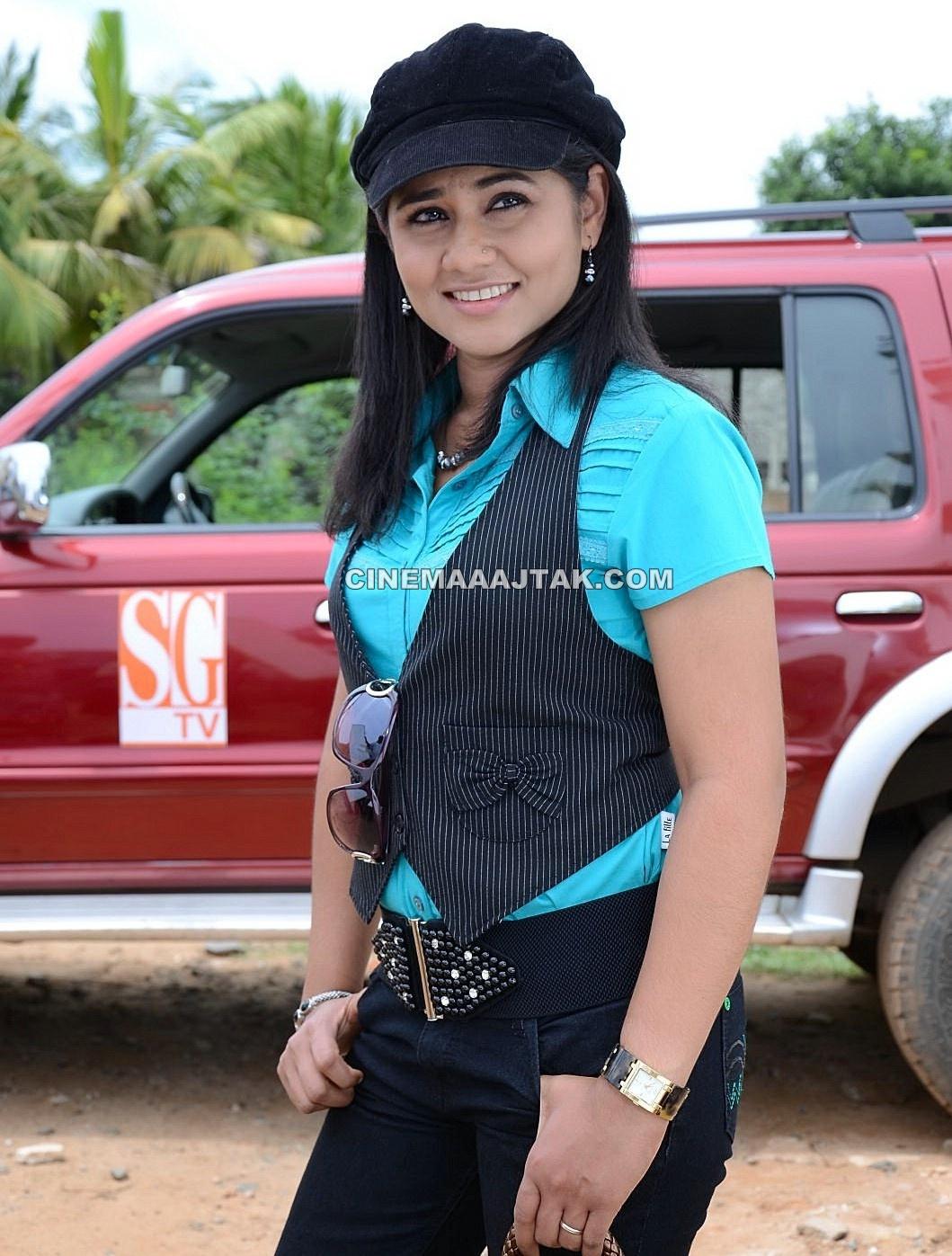 http://2.bp.blogspot.com/-U5uY04gtFhc/TpILN9pTC5I/AAAAAAAAEn0/hAJ9EV7Mlco/s1600/Actress+Punnagai+Poo+Gheetha+Exclusive+Images+%25281%2529.jpg