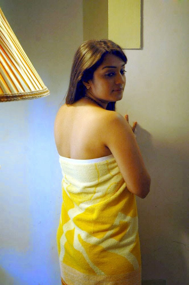 Bollywood actresses pictures photos images indian film for Bathroom hot images