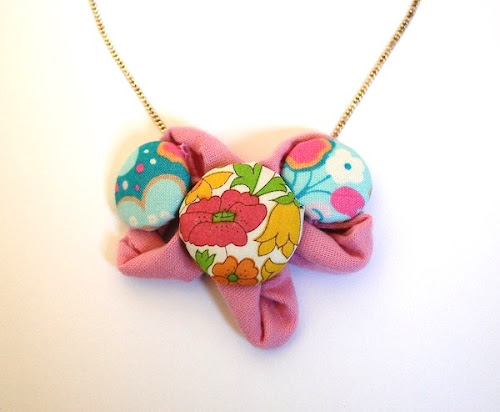 http://kate-7ws.blogspot.co.uk/2014/05/fabric-flower-necklace-tutorial.html