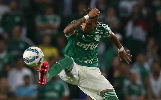 Atacante quebrou jejum de cinco jogos sem gol, mas saiu de campo bravo (Foto: Cesar Greco/Ag Palmeiras/Divulgação)