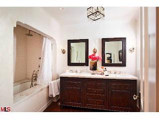 bath Coolest House on Caravan! 831 Wellesley Ave.   Brentwood