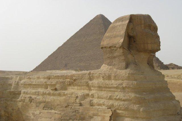 Esfinge de Guiza y Piramides - Giza, Guiza en los alrededores de El Cairo, Egipto