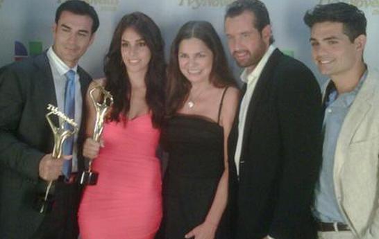 http://2.bp.blogspot.com/-U6arvrnG-8E/T0s0cgW4wtI/AAAAAAAAGJc/-i-VIfofw1k/s1600/mejor+telenovela.PNG