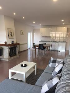 Cozinha do T2 e sala de estar