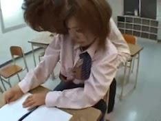 Thấy giáo và em tại lớp học