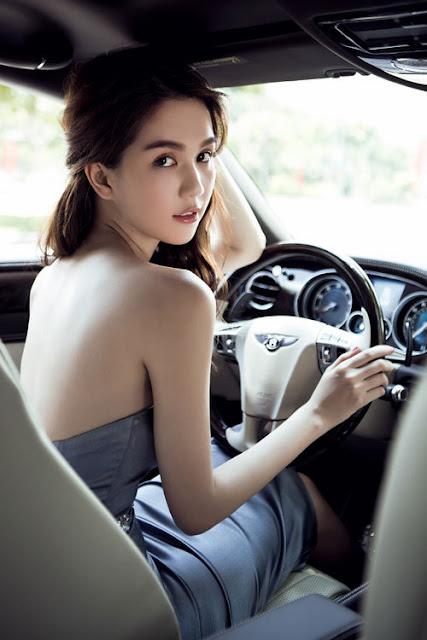 Ngoài chiếc BMWi8, Ngọc Trinh còn tạo dáng bên chiếc Bentley Continental Flying Speed 2014 - xe sang thứ hai xuất hiện trong phim.