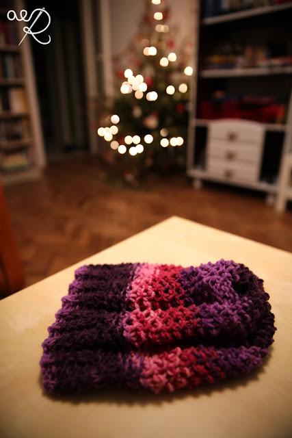 czapka na drutach z prawej strony