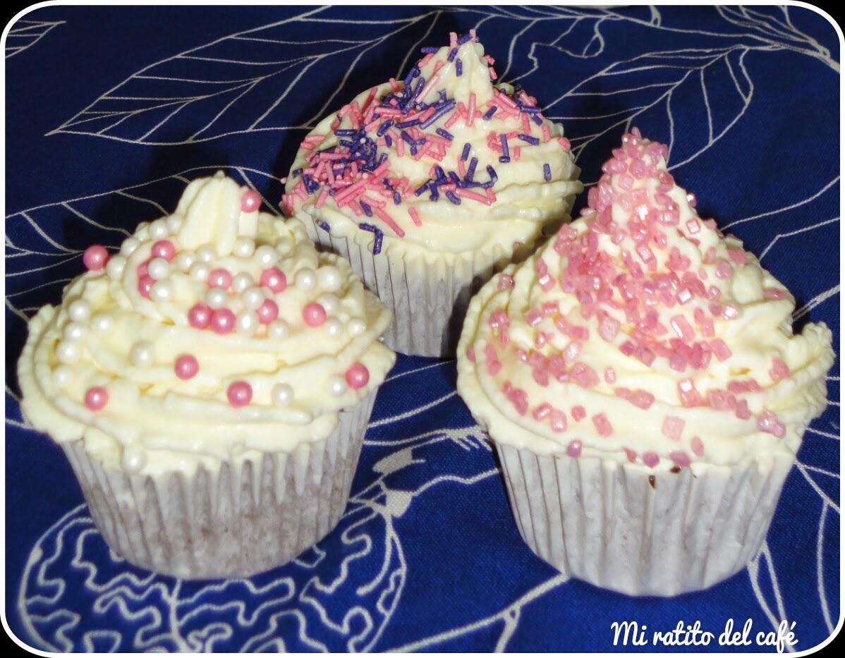Cupcakes de chocolate y baileys con cobertura de queso
