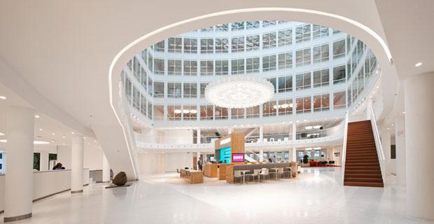 Gli uffici colorati che accolgono i dipendenti come in un hotel ...