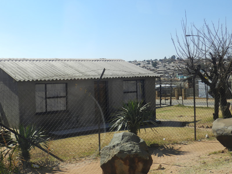 5 continents tous les 4 notre voyage autour du monde soweto afrique du sud. Black Bedroom Furniture Sets. Home Design Ideas