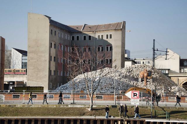 0448, Baustelle Abriss, Plattenbau, Schiffbauerdamm 13, 10117 Berlin