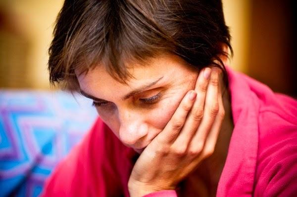 mujer triste maltratada