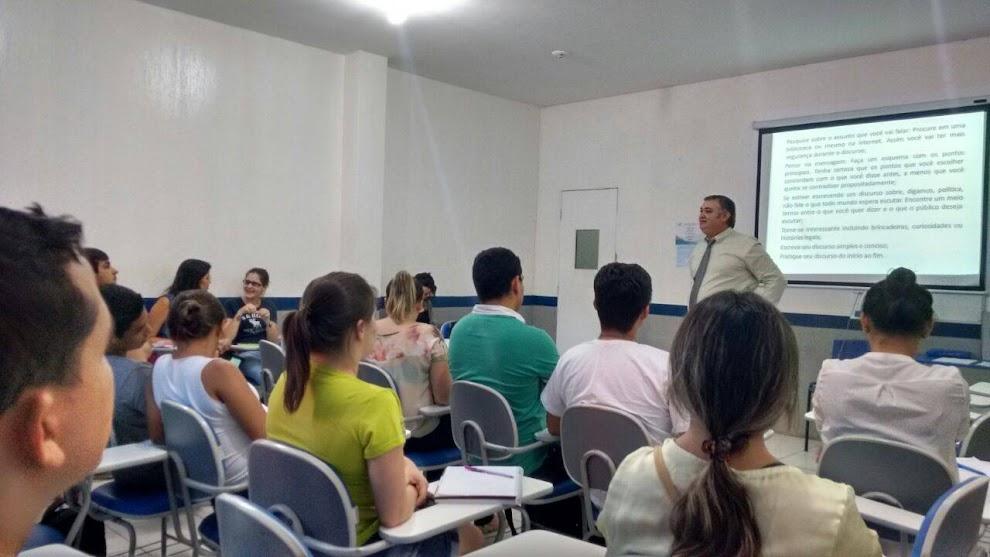 PROFESSOR CARLOS DELANO CONTRIBUINDO PARA A EDIFICAÇÃO HUMANA E PROFISSIONAL