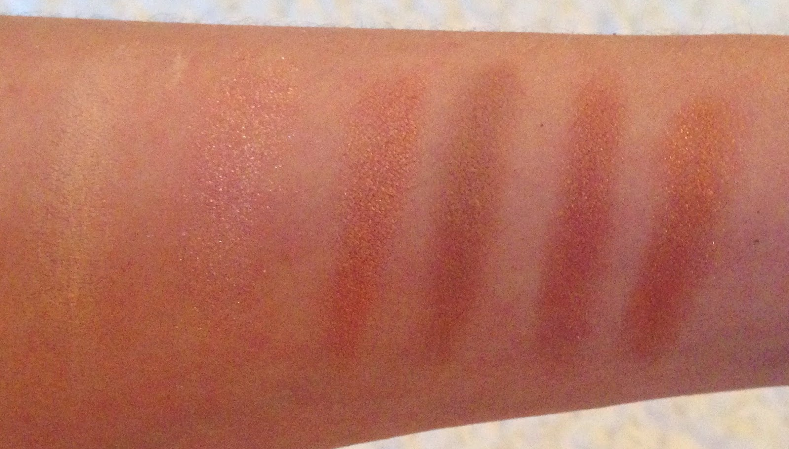 Makeup Revolution Iconic 3 swatches