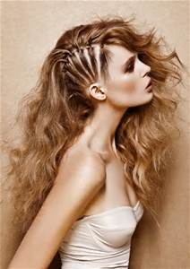Model rambut curly Braided Sweep Side